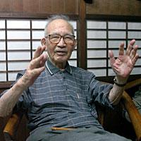 「山の姿は昔から変わらない」と語る山寺仁太郎さん=韮崎市内