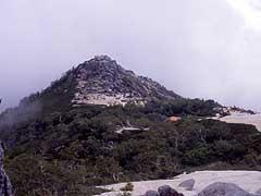 砂払岳と薬師岳小屋