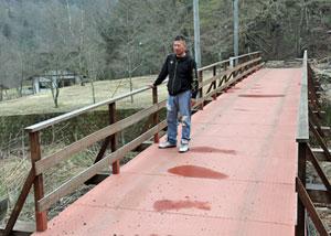 橋などを整備したキャンプ場=南アルプス市芦安芦倉