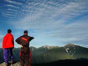 美しい姿を見せる白根三山(右から北岳、間ノ岳、農鳥岳と続く)
