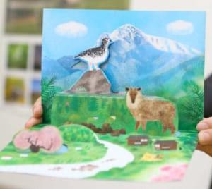 甲斐駒ケ岳に生息する動物や周辺の自然を紹介するカード=北杜市役所