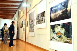 KIKIさんが南アルプスで撮影した写真が並ぶ企画展