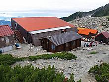 北岳山荘と診療所