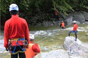 尾白川渓谷で水難事故訓練