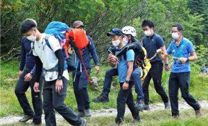北岳登山道で遭難救助訓練